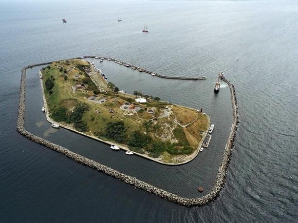 DANISH ISLAND ZOMBIE FORTRESS