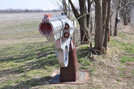 Gun-Mailbox-3